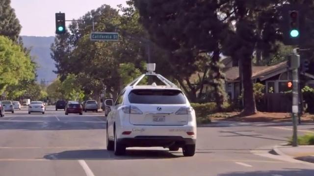 'Zelfrijdende auto's Google behendiger in stadsverkeer'