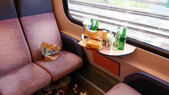 Achter de lens: Smerige treinen door staking schoonmakers
