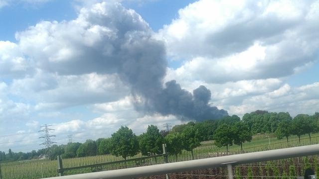 Veel rook door brand bij afvalbedrijf Tilburg