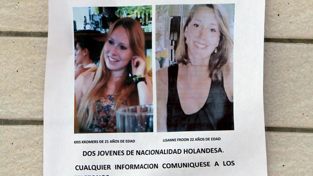 Familie vermiste vrouwen verstrekt flyers voor toeristen