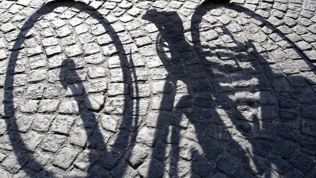 Fietsendief rijdt op gestolen fiets over A7 in Groningen
