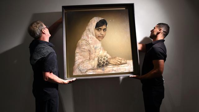 Ruim 100.000 dollar voor portret Malala
