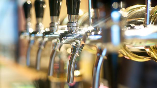 Café Hoppe in Utrecht gaat naam veranderen na dreiging rechtszaak