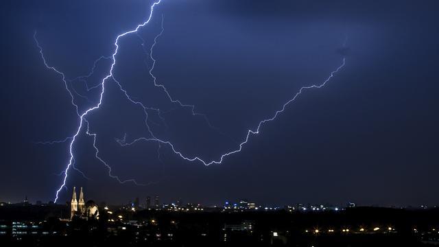 KNMI waarschuwt voor onweer dinsdagmiddag