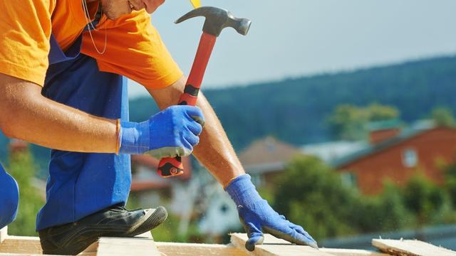 FNV Bouw controleert extra op arbeidsomstandigheden om hitte