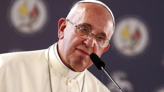 Paus wil dat jeugd geen tijd verspilt aan internet