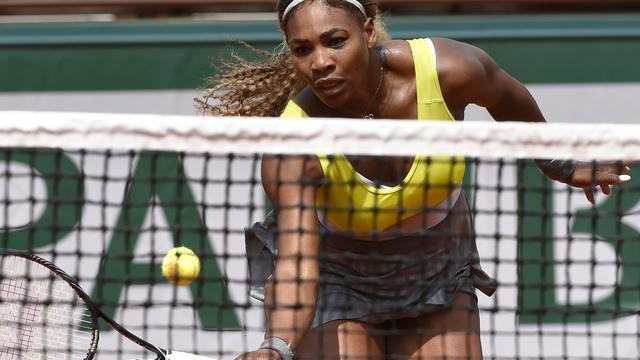 Serena Williams verliest kansloos in tweede ronde Garros