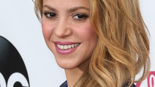 Shakira ontwerpt babyspeelgoed voor goed doel