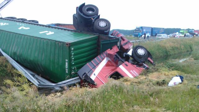 Achter de lens: Ongeval met vrachtwagen op A15 bij Deil