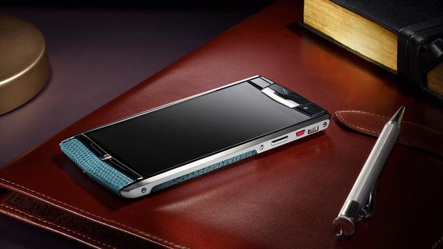 Maker luxe smartphones Vertu sluit productiedivisie