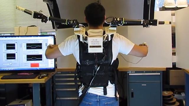 Wetenschappers geven mens twee extra robotarmen