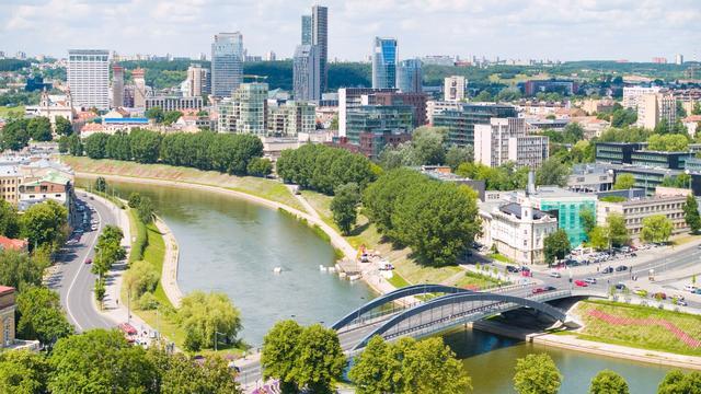 Commissie vindt dat Litouwen klaar is voor euro