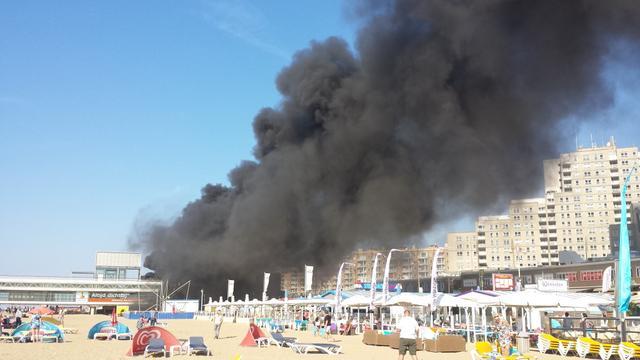 Brand naast pier van Scheveningen