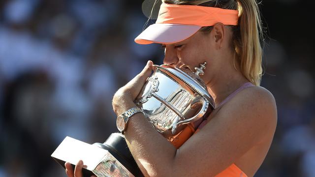 Sjarapova schrijft Roland Garros op haar naam