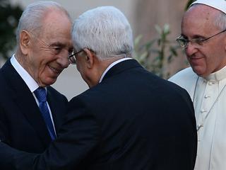 Historische omhelzing vond plaats in de Vaticaanse Tuinen
