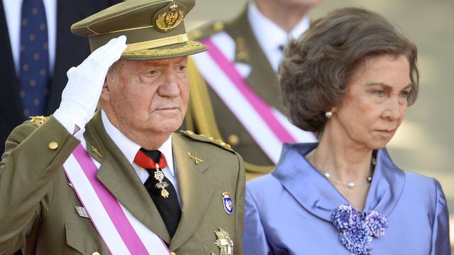 Spaanse koning neemt afscheid van leger