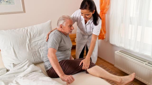Vaak dwangverpleging bij thuiszorg dementerende ouderen