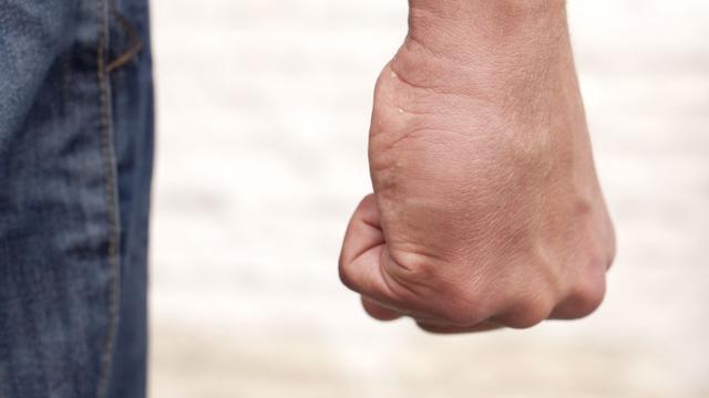 Dronken man (36) aangehouden voor mishandelen vriendin in Breda