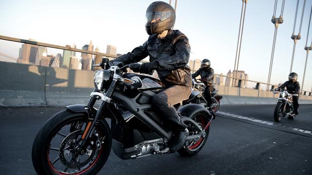 Dure dollar remt verkopen Harley-Davidson