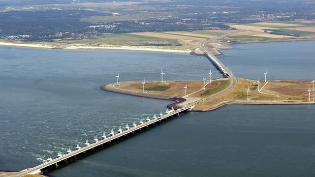 'Deltawerken moeten door zeespiegelstijging eerder worden vervangen'