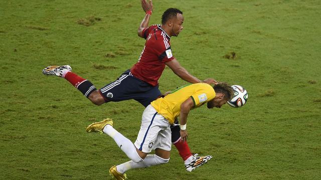 Colombiaan Zuniga niet bestraft voor charge op Neymar