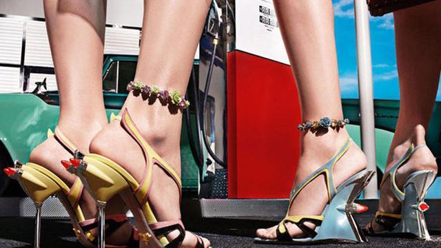 'Vrouwen verspillen geld aan pijnlijke schoenen'