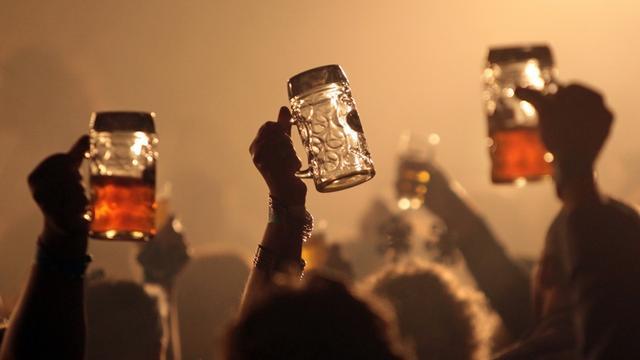 Wetenschapper drinkt 120 jaar oud Canadees bier