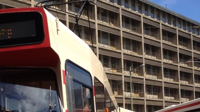 Deel Haagse tramtunnel dicht door betongruis