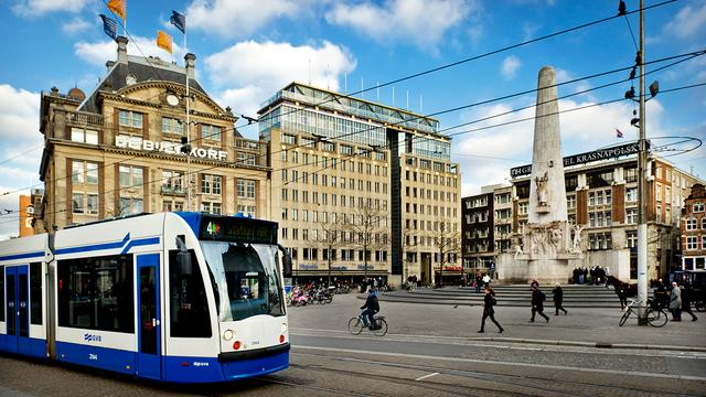 Amsterdam start met pinbetaling in bus en tram