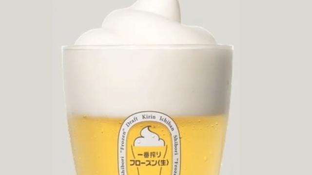 Japanse brouwer koelt bier met bevroren schuimkraag