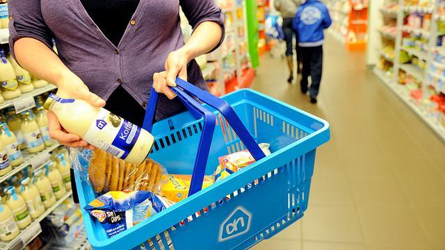 Vrouw krijgt kopstoot in winkelstraat
