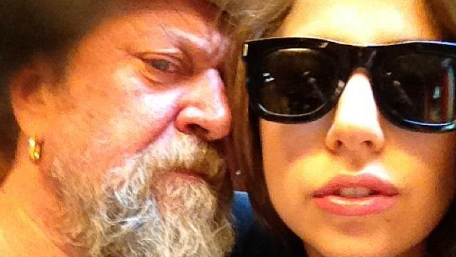 Henk Schiffmacher geeft Lady Gaga gratis tatoeage