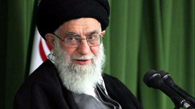 Leider Iran zegt dat land nucleair akkoord zal 'verscheuren' als VS uitstapt