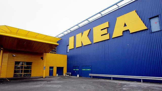Politie omsingelt Ikea Delft om inbreker