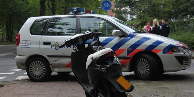 Scootertweetal rijdt in op vrouw uit Sappemeer