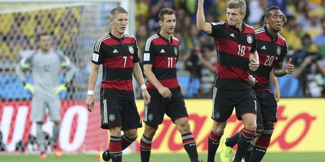 Duitsland vernedert Brazilië en staat in WK-finale