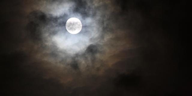 'Volle maan heeft mogelijk invloed op slaappatroon'