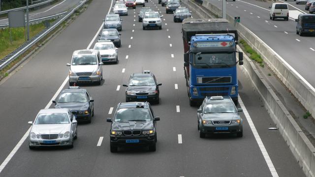 A10 voor derde keer afgesloten na ongeval met meerdere voertuigen