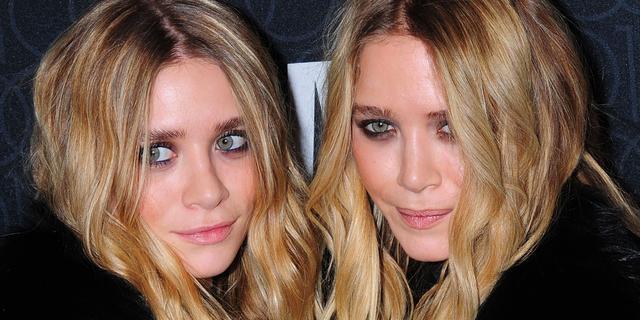 Olsen-tweeling schikt met stagiaires