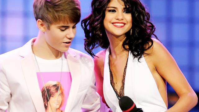 Justin Bieber heeft verlamde wenkbrauw