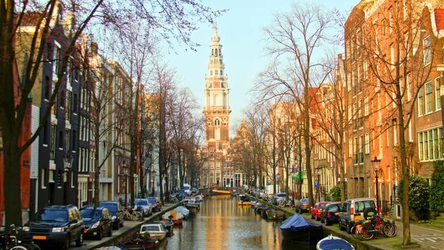Amsterdam daalt weer op lijst duurste steden expats