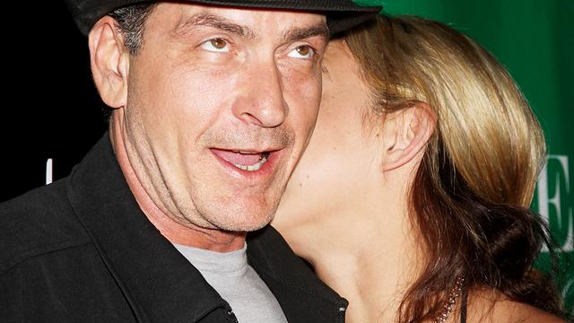 Charlie Sheen ontmaagd door prostituee