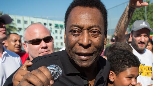 Pelé ontslagen uit ziekenhuis na operatie aan wervelkolom