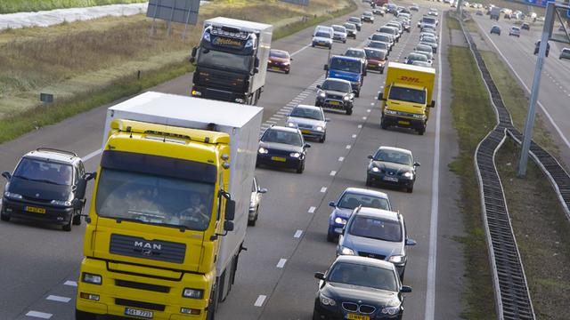 Koos Spee kraakt inhaalverbod vrachtwagens