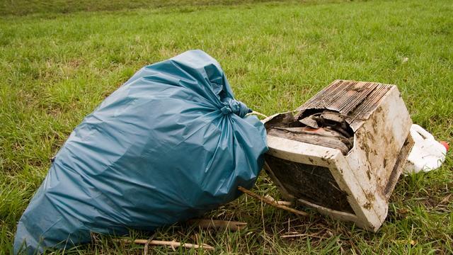 Zorgen om overvolle afvalbakken in centrum Deventer