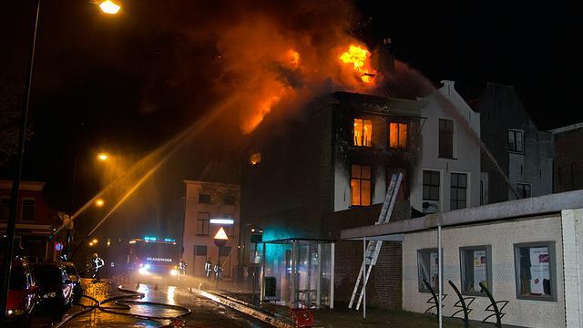 Brand verwoest monumentaal pand Sommelsdijk