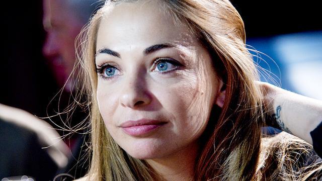 Georgina Verbaan boos op fotograaf om in beeld brengen dochter
