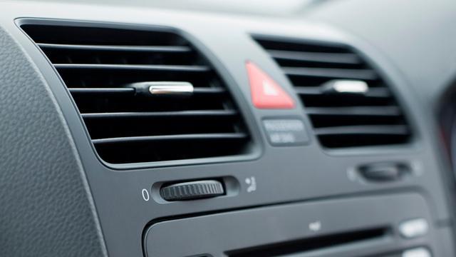 Muzikanten klagen autofabrikanten aan om autoradio