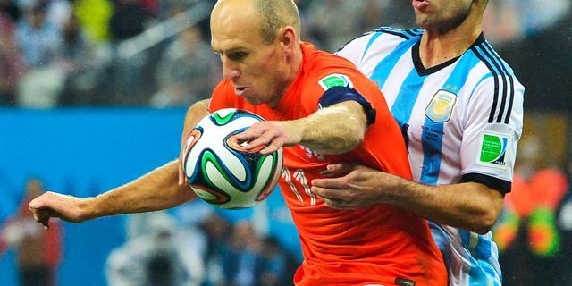 Mascherano loopt pijnlijke blessure op tegen Nederland