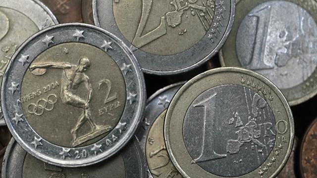 Euro zakt naar laagste peil sinds 2003